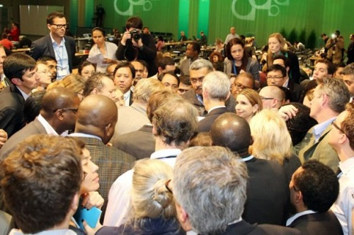 Photo of COP19 delegates in Warsaw